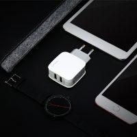 Dvojportový adaptér BASEUS na mobilné telefóny v bielej farbe (1)