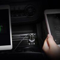 Umožňuje dobíjanie až dvoch zariadení naraz pomocou 2 USB konektorov (1)