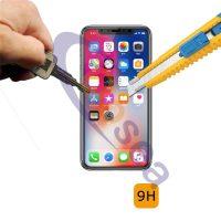 4D ochranné sklo pre iPhone X v bielej farbe. 4D ochranné sklo sa jednoducho lepí, samozrejmosťou sú pribalené pomôcky na očistenie displeja.