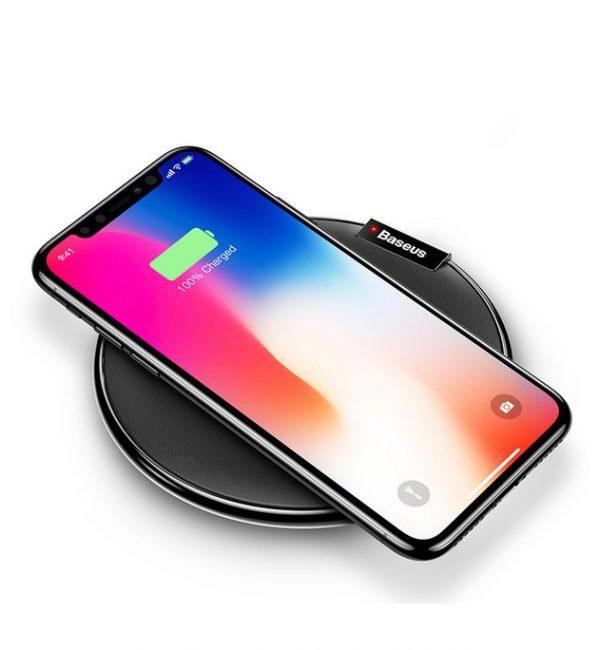Bezdrôtová nabíjacia podložka z kože pre iPhone v čiernej farbe