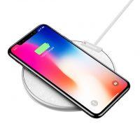 Bezdrôtová nabíjacia podložka z kože pre iPhone v bielej farbe. K nabíjacej podložke je potrebné si zakúpiť bezdrôtový prijímač pre iPhone