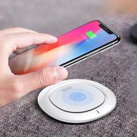 Nabíjacia bezdrôtová podložka pre iPhone v bielej farbe
