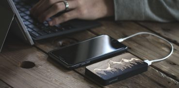 Powerbanka je batéria vďaka ktorej udržíte svôj telefón ,tablet aj notebook v stálej prevádzke. S powerbankou sa už nemusíte báť vybitých zariadení.