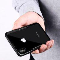 Sklenený štýlový obal pre iPhone X v čiernej farbe. Obal tvorí silikónový bumper spojený s tvrdeným sklom, ktoré je odolné voči poškriabaniu (3)