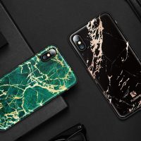 Štýlový vzorovaný kryt Floveme pre iPhone X, čierna farba.