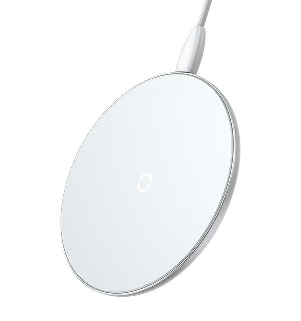 Luxusná sklenená QI nabíjačka v bielej farbe