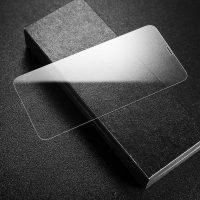 Tvrdené ochranné sklo pre iPhone 11. Prekrýva prednú časť iPhone, tým chráni telefón pred poškodením a zachová jeho pôvodný stav..